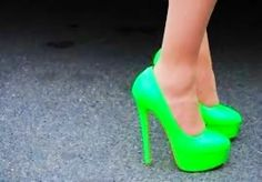 I so want these neon green shoes! These would look great with a pair of black skinny jeans or a black dress! Lime Green Heels, Green Shoes, Pretty Shoes, Cute Shoes, Me Too Shoes, Beautiful Shoes, Gyaru, Neon Pumps, Harajuku