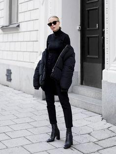 Black minimalist street outfit