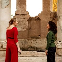The second season of Killing Eve culminates in a boldly queer retelling of the Bluebeard myth. Eve (Sandra Oh) and Villanelle (Jodie Comer) consume each other and the world around them with unapologetic zeal. Angela Carter, Sandra Oh, All Tv, Jodie Comer, Joan Crawford, Season 4, Asian Woman, Actors & Actresses, Tv Shows
