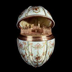 Os ovos Fabergé são obras-primas de joalharia produzidas por Peter Carl Fabergé no período de 1885 a 1917 para os czares da Rússia. Os ovos, cuidadosamente trabalhados com uma combinação de esmalte, metais e pedras preciosas, escondiam surpresas e miniaturas no seu interior, encomendados e oferecidos na Páscoa entre os membros da família imperial. Disputados por colecionadores em todo o mundo, os ovos são admirados pela perfeição e considerados expoentes máximos da arte de joalharia.