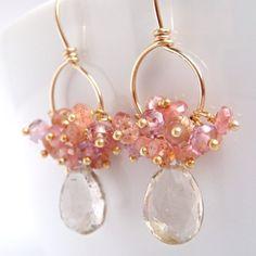 ピンク桃クラスターラピスラズリ水晶 Rhodocrosite ゴールド宝石フープピアスをちらつかせる by aubepine
