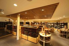 180 kinds of Bordeaux, 260 Italian wines, 170 wines in large bottles,  120 Swiss wines, 50 kinds of Champagne, 170 kinds of Whisky, 80 kinds of Grappa, 40 Sorten kinds of Vodka...And  much much more.