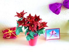 Instructions for making a beautiful Origami Poinsettia plant with red flowers. More origami flower instructions on http://joostlangeveldorigami.nl/