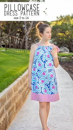 Free sewing pattern: Girls pillowcase dress - - Even if you don't have a lot of time to sew, you can still make a dress for your daughter. This pillowcase dress takes just one hour! Jamie from Scattered Thoughts of a Crafty Mom has a tut…. Sewing Patterns For Kids, Easy Sewing Projects, Sewing Projects For Beginners, Sewing For Kids, Free Sewing, Sewing Tutorials, Pillowcase Dress Pattern, Pillowcase Dresses, Simple Dress Pattern