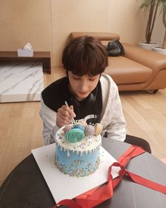 """[WEVERSE] SOOBIN: """"While looking around the gallery, I discovered a baby Hueningie who is fondly looking at the cake. Kai, Mode Rose, My Little Baby, Boyfriend Material, Boy Groups, Birthday Cake, Fandom, Entertaining, Instagram"""
