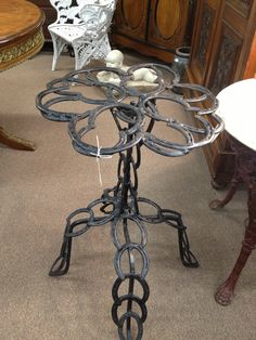 Horse Shoe table- could even make a stool like this.....