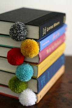 Pompons-marque-pages-diy