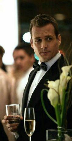 Suits Show, Suits Tv Shows, Trajes Harvey Specter, Suit Pic, Suits Harvey, Gabriel Macht, Handsome, Boys, Rsvp