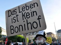 Normally I don't like political wordplays. But this (german) one is really funny. Word Play, Really Funny, Polar Bear, Picture Video, Cinema, Politics, German, Pictures, Videos