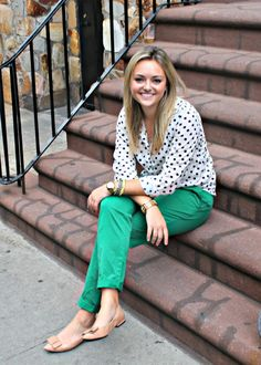 green pants with polka dot top Summer Outfits, Casual Outfits, Cute Outfits, School Outfits, Kelly Green Pants, Spring Summer Fashion, Autumn Winter Fashion, Green Pants Outfit, Preppy Style