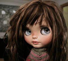 DollyCustom - Custom Blythe Dolls and Customizers Blythe Dolls, Girl Dolls, Baby Dolls, Pretty Dolls, Beautiful Dolls, Brown Hair Bangs, Kawaii Doll, Little Doll, Barbie