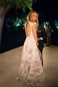 Gwyneth Paltrow Brad Falchuk Wedding Dress - goop wedding dresses Gwyneth Paltrow & Brad Falchuk Wedding - GP x Brad Tie the Knot Celebrity Wedding Dresses, Celebrity Weddings, Wedding Gowns, Celebrity Style, Famous Wedding Dresses, Designer Wedding Dresses, Gwyneth Paltrow, Wedding Pics, Wedding Styles