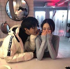 korean, couple, and ulzzang Couple Ulzzang, Ulzzang Girl, Cute Relationships, Relationship Goals, Parejas Goals Tumblr, Couple Goals Cuddling, Korean Ulzzang, Girl Couple, Korean Couple