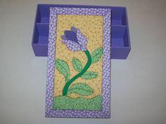 Caixa de MDF com aplicação da técnica de Patchwork no Isopor na tampa, a base é pintada com tinta PVA. R$ 35,00