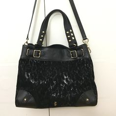 🎉🎉juicy couture medium daydreamer handbag Black juicy couture handbag with removable straps. Top handles. Can be a shoulder bag or a cross-body bag. Brand new! Price is negotiable!!! Juicy Couture Bags