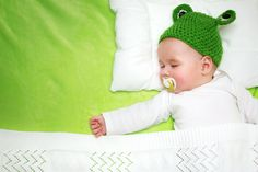 As new parents, you and your partner are likely experiencing the expected absence of those precious ZZZs. While sleeplessness may be considered a right of passage for parents, there are things you can do to soothe and calm your baby throughout the evening so everyone in the house can get some much needed rest. Check out our tips!