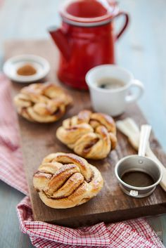 Kanelbullar - Swedish Cinnamon Buns via What's for Lunch, Honey?