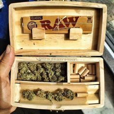 what kind do you have ? Weed Box, Pipes And Bongs, Smoking Accessories, Buy Weed Online, Smoking Weed, Ganja, Medical Marijuana, Wood Projects, Herbs