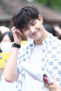 Wah, JB's smile is so precious ❤  And so are those dimples haha