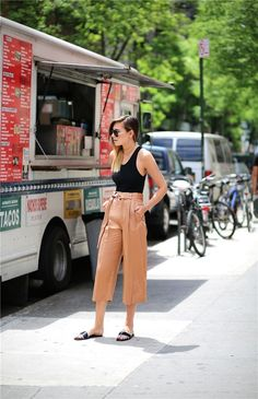 25 Casual Culottes Outfit Trends To Change The Way Of Styling Street Style Trends, Street Style Summer, Street Style Women, Fashion Me Now, Look Fashion, Fashion Outfits, Womens Fashion, Fashion 2016, Fashion Black