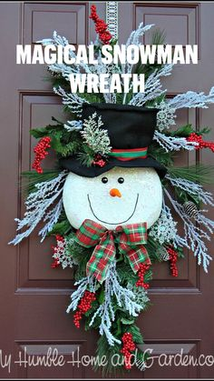 Christmas Arrangements, Christmas Centerpieces, Christmas Tree Decorations, Christmas Crafts To Make, Christmas Projects, Holiday Crafts, Christmas Swags, Holiday Wreaths, Christmas Ornaments