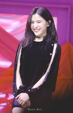 Kpop Girl Groups, Korean Girl Groups, Kpop Girls, Euna Kim, Jyp Trainee, Rapper, G Friend, Soyeon, Stage Outfits