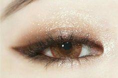Eye Makeup Tips – How To Apply Eyeliner – Makeup Design Ideas Makeup Inspo, Makeup Hacks, Makeup Art, Makeup Inspiration, Hair Makeup, Makeup Tutorials, Makeup Ideas, Beauty Make-up, Beauty Hacks