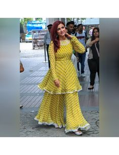 Party Wear Indian Dresses, Designer Party Wear Dresses, Indian Gowns Dresses, Dress Indian Style, Indian Fashion Dresses, Indian Designer Outfits, Pakistani Dresses, Indian Outfits, Designer Punjabi Suits