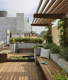 Evoking both nature and the nurture of relaxation, this rooftop deck by Pulltab Design shows that roof gardens and entertaining spaces don't have to be mutually exclusive. For this roof, Earth tones and wood are key components to achieving a spa-like atmosphere. Photo via Oliver Yaphe.