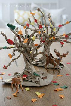 Diy Crafts - our Sunday morning craft - tutorial here: Halloween Kita, Halloween Crafts For Kids, Diy Paper Bag, Paper Bag Crafts, Bee Crafts For Kids, Art For Kids, Unicorn Diy, Fall Tree Painting, Princess Crafts