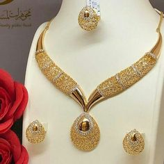 Most valuable gift gold jewelry set, First The most valuable gold set recommendations that can be taken to your … Gold Jewellery Design, Gold Jewelry, Beaded Jewelry, Jewelery, Quartz Jewelry, Jewellery Uk, India Jewelry, Handmade Jewellery, Gold Necklace