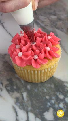 Cupcake Decorating Techniques, Cake Decorating Frosting, Cake Decorating Designs, Cake Designs, Cookie Decorating, Cupcake Frosting Techniques, Fun Baking Recipes, Cupcake Recipes, Dessert Recipes