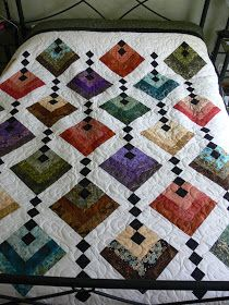 The second Friday in a row. really like this -- looks like a hanging gardens pattern. Hanging Garden Quilt This quilt pattern / tutorial is available for free. Chevron Log Cabin Quilt -- wonderful carefully made Amish Quilts . enjoy it while it lasts :-) Patchwork Quilt, Batik Quilts, Jellyroll Quilts, Scrappy Quilts, Amish Quilts, Colchas Quilting, Quilting Projects, Quilting Designs, Quilt Design