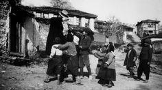 Παιδιά ζητάνε μπαξίσι από Αμερικανό - 1917