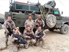UN VEHICULO DE EJERCITO ESPAÑOL BAUTIZADO TAURINAMENTE  Curiosidades Noticias Toros Military Personnel, Military Vehicles, Don Juan, Men In Uniform, United States Army, Modern Warfare, Knight, Battle, Monster Trucks
