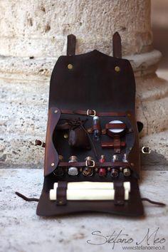 Handmade Leather Alchemist / Herbalist Kit for LARP - Fantasy - Middleage / Leat. Handmade Leather Alchemist / Herbalist Kit for LARP - Fantasy - Middleage / Leather Fanny Pack Alchemist/Herba Steampunk Costume, Steampunk Fashion, Larp Fashion, Steampunk Crafts, Gothic Fashion, Steampunk Accessoires, Leather Fanny Pack, Leather Craft, Handmade Leather