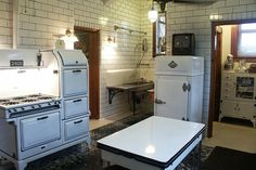Restored kitchen in 1908 Magic Chef Mansion built for Charles Stockstrom, the founder of the company that became Magic Chef Stove Company. Nice subway tiles that go ALL THE WAY UP. I also like that range. 1930s Kitchen, Old Kitchen, Home Decor Kitchen, Country Kitchen, Kitchen And Bath, Vintage Kitchen, Kitchen Board, Kitchen Tables, Kitchen Ideas