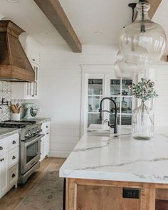 Supreme Kitchen Remodeling Choosing Your New Kitchen Countertops Ideas. Mind Blowing Kitchen Remodeling Choosing Your New Kitchen Countertops Ideas. Modern Farmhouse Kitchens, Farmhouse Kitchen Decor, Home Decor Kitchen, New Kitchen, Home Kitchens, Kitchen Wood, Kitchen Ideas, Farmhouse Style, Farmhouse Lighting