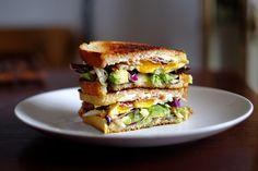 Avocado-Speck-Sandwich mit Ei