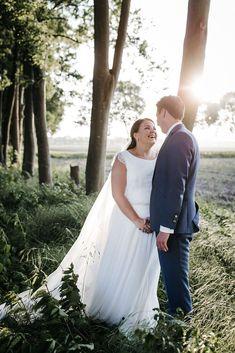 Real wedding: Roy en Anouk. Portfolioupdate. Bekijk deze romanische dusty blue wedding. #bruiloftstyling Fotocredits: Nienke van Denderen