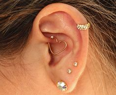 The heart is everything Ear Jewelry, Cute Jewelry, Body Jewelry, Jewellery, Ohrknorpel Piercing, Body Piercings, Piercings Lindos, Pretty Ear Piercings, Cute Earrings