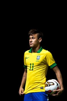 Para los que lamentablemente no son expertos, este pequeño y hermoso hombre es Neymar, y sí, solo tiene un nombre porque es todo lo que necesita… | Para todos los que están obsesionados con la perfección brasileña que Neymar representa