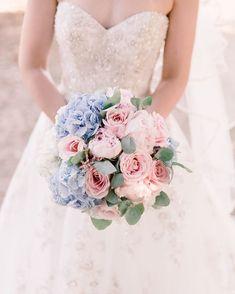 Francescas beautiful flowers by Mrs Bouquet for her @hambledon_vineyard wedding  . . . . . #wedding #weddingday #weddings #bride #instawed #instawedding #vineyardweddingvenue #vineyardwedding #weddingideas #weddinginspiration #weddingphoto #weddingphotography #weddingphotographer #LucylouPhotography #Hampshireweddingphotography #Hampshirewedding #Hampshireweddingphotographer #bridebookflowers #HambledonVineyardWedding #hambledonvineyard #flowers #weddingflowers #floral #bouquet…