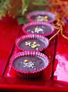 Šuhajdy II. Sweets, Food, Fine Dining, Gummi Candy, Candy, Essen, Goodies, Meals, Yemek