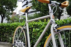 PALMGARAGE×moca Original Bicycle. MADE IN JAPANにこだわり続ける大阪アメリカ村の自転車工房『PALM GARAGE』さんと、共同開発により製作したクルーザーバイシクルです。 乗り心地の良いクロモリフレームに、NITTO製のプロムナードハンドルは、ゆったり心地良く街をクルージングしたくなる、そんなバイクです。