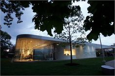 Glass Pavilion at the Toledo Museum of Art. Sanaa, the Japanese architectural firm led by Kazuyo Sejima and Ryue Nishizawa, designed the curved-glass-walled structure Glass Pavilion, Pavilion Design, Toledo Museum Of Art, Art Museum, Philip Johnson Glass House, Pavilion Wedding, Curved Glass, Japan Art, West Palm