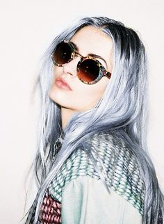 prematurely grey beauty | Grey hair ! Cheveux gris blancs ! (•ิ.•ิ\)