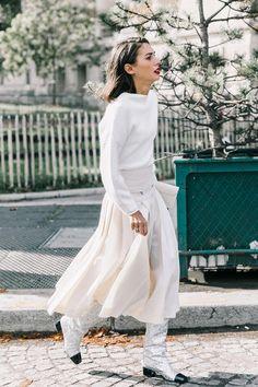 Los Mejores Looks De Street Style De La It Girl Italiana Diletta Bonaiuti Chanel Street Style, Street Style Chic, Street Style Looks, Parisian Style, Fashion Week, I Love Fashion, High Fashion, Lifestyle Fashion, Women's Fashion