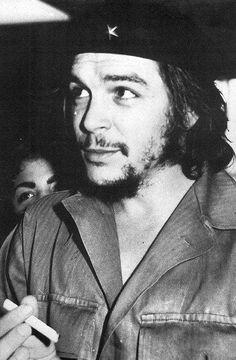 Comandante Ernesto Che Guevara - the Argentine-Cuban guerrilla fighter, revolutionary leader,. Karl Marx, Rotterdam, Che Guevara Photos, Princesa Fiona, Ernesto Che Guevara, Elliott Erwitt, Guerrilla, Revolutionaries, Underwear
