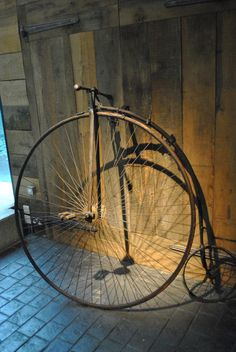 Vintage Old bicycle -one large wheel a Penny Farthing! Old Bicycle, Bicycle Art, Old Bikes, Objets Antiques, Antique Bicycles, Planes, Penny Farthing, Push Bikes, Bicycle Maintenance